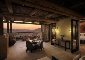 abu-dhabi-hotel-qasr-al-sarab-desert-resort-002.jpg
