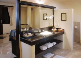 bali-hotel-vila-ombak-lombok-014.jpg