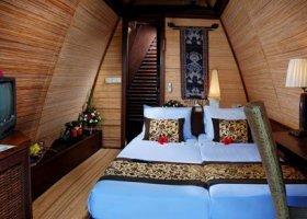 bali-hotel-vila-ombak-lombok-023.jpg