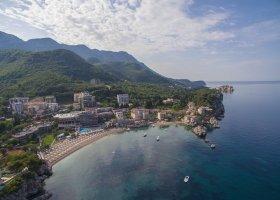 cerna-hora-hotel-maestral-resort-casino-003.jpg