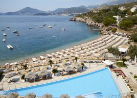 cerna-hora-hotel-maestral-resort-casino-007.png