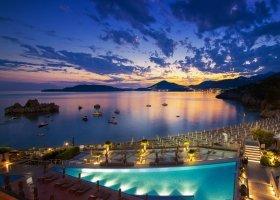 cerna-hora-hotel-maestral-resort-casino-012.jpg