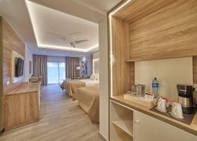 dominikanska-republika-hotel-bahia-principe-luxury-ambar-037.jpg