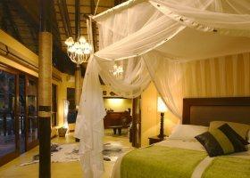 jihoafricka-republika-hotel-amakhosi-safari-lodge-001.jpg