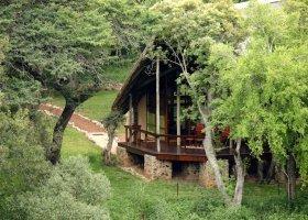 jihoafricka-republika-hotel-amakhosi-safari-lodge-002.jpg