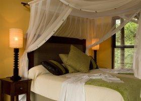 jihoafricka-republika-hotel-amakhosi-safari-lodge-003.jpg