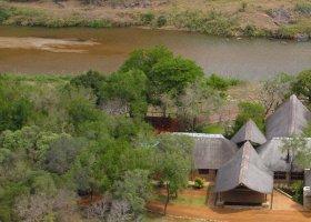 jihoafricka-republika-hotel-amakhosi-safari-lodge-004.jpg