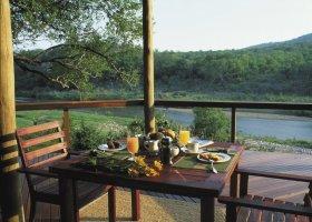 jihoafricka-republika-hotel-amakhosi-safari-lodge-006.jpg