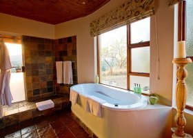 jihoafricka-republika-hotel-amakhosi-safari-lodge-012.jpg