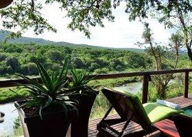 jihoafricka-republika-hotel-amakhosi-safari-lodge-014.jpg