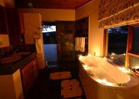 jihoafricka-republika-hotel-amakhosi-safari-lodge-019.jpg