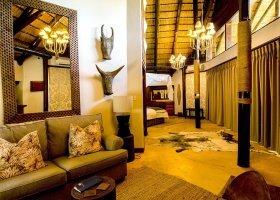 jihoafricka-republika-hotel-amakhosi-safari-lodge-023.jpg