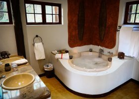 jihoafricka-republika-hotel-amakhosi-safari-lodge-045.jpg