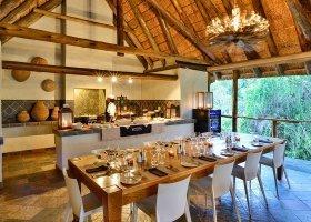jihoafricka-republika-hotel-lobengula-lodge-002.jpg