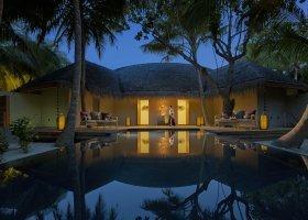 maledivy-hotel-dusit-thani-maldives-296.jpg