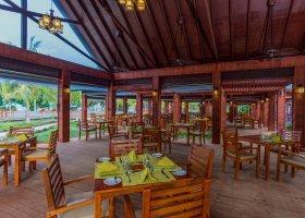 maledivy-hotel-furaveri-island-resort-spa-075.jpg