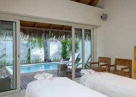 maledivy-hotel-holiday-inn-kandooma-019.jpg