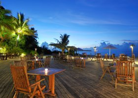 maledivy-hotel-holiday-island-resort-013.jpg