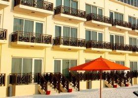 maledivy-hotel-hulhule-island-hotel-003.jpg
