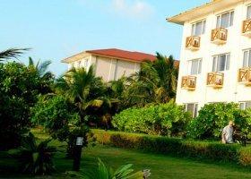maledivy-hotel-hulhule-island-hotel-009.jpg