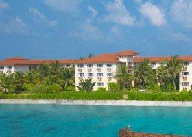maledivy-hotel-hulhule-island-hotel-011.jpg