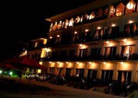 maledivy-hotel-hulhule-island-hotel-012.jpg