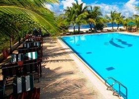 maledivy-hotel-hulhule-island-hotel-013.jpg