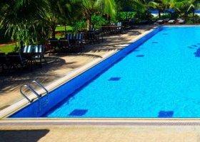 maledivy-hotel-hulhule-island-hotel-017.jpg