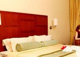 maledivy-hotel-hulhule-island-hotel-019.jpg