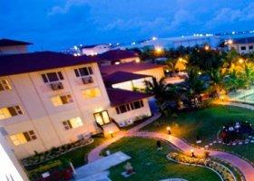 maledivy-hotel-hulhule-island-hotel-020.jpg