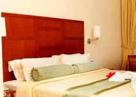 maledivy-hotel-hulhule-island-hotel-022.jpg
