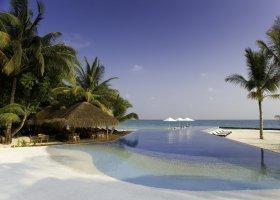 maledivy-hotel-kuramathi-island-resort-092.jpg