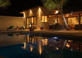 maledivy-hotel-kuredu-island-resort-050.jpg