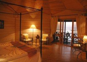maledivy-hotel-kuredu-island-resort-070.jpg