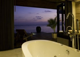 maledivy-hotel-lily-beach-resort-071.jpg