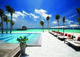maledivy-hotel-ozen-by-atmosphere-at-maadhoo-222.jpg