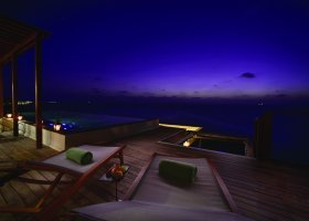 maledivy-hotel-ozen-by-atmosphere-at-maadhoo-275.jpg