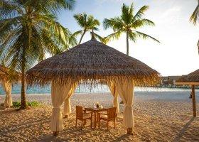 maledivy-hotel-reethi-faru-resort-002.jpg