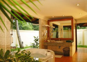 maledivy-hotel-royal-island-resort-022.jpg