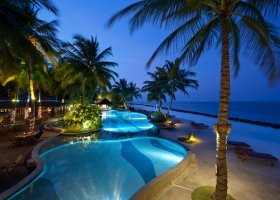 maledivy-hotel-royal-island-resort-111.jpg
