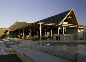 namibie-hotel-damaraland-camp-001.jpg