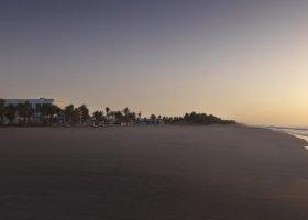 východ slunce na pláži