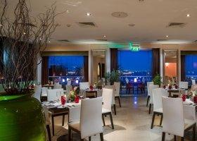 oman-hotel-crowne-plaza-muscat-002.jpg