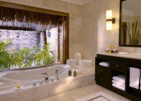 polynesie-hotel-st-regis-bora-bora-030.jpg