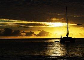 seychely-hotel-dhevatara-beach-hotel-spa-praslin-052.jpg