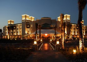 sir-bani-yas-island-hotel-desert-islands-resort-002.jpg
