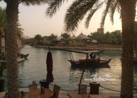 spojene-arabske-emiraty-cerven-2009-006.jpg