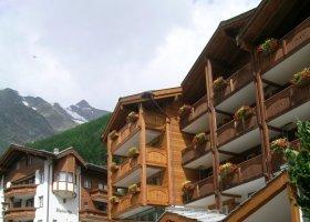 svycarsko-hotel-schweizerhof-003.jpg