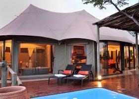 zimbabwe-hotel-elephant-camp-018.jpg