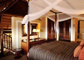 zimbabwe-hotel-victoria-falls-safari-lodge-002.jpg